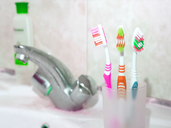 23-1448255540-toothbrush-holder
